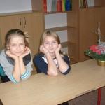Oliwia Pasik i Ola Popławska i (nieobecna) Julka Karpińska z 5d